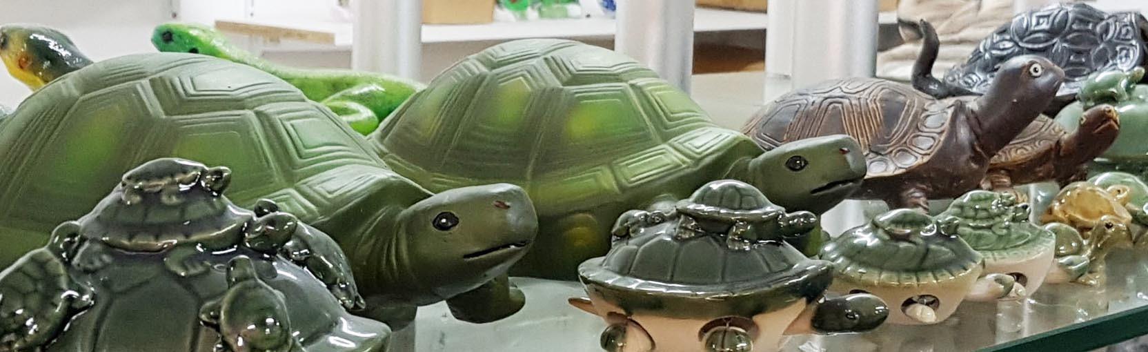 Retrouvez nos tortues en terre cuite et porcelaine sur Oriental-Import.com!