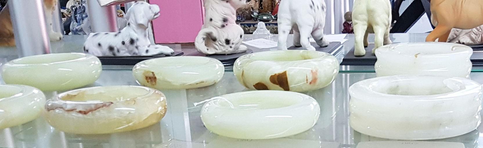 Pour une décoration luxueuse, choisissez nos cendriers et pots en pierre de jade, pierre porte-bonheur. Oriental-Import.com
